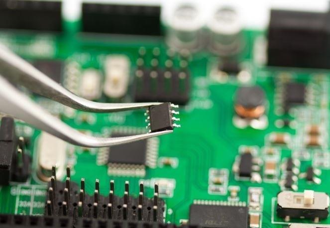 倍加福超skr的聚焦式长光斑光电,倾力服务于PCB自动化处理线!